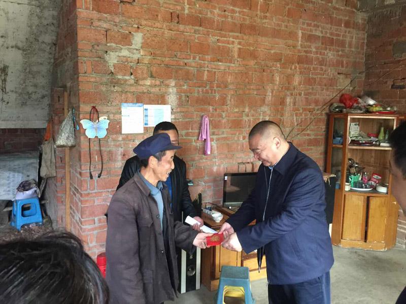 2018年初集團董事長楊芳俊作為區人大代表走訪馬嶺鄉,慰問貧困群眾捐款合計11萬5千元.JPG